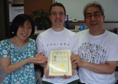 Recibiendo en Tokio la certificacion como Shihan del sistema Reido.