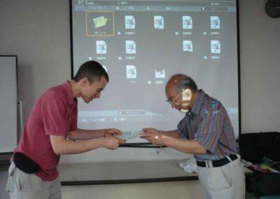 Recibiendo en Osaka la certificacion como Shihan en el sistema Gendai.