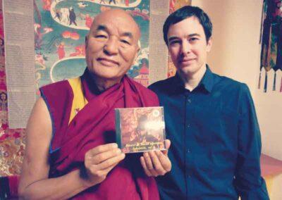 Nuestro querido Lama Wancheng recomienda nuestra laboriosa obra de musica en flauta Sakuhachi para armonizar la energia.