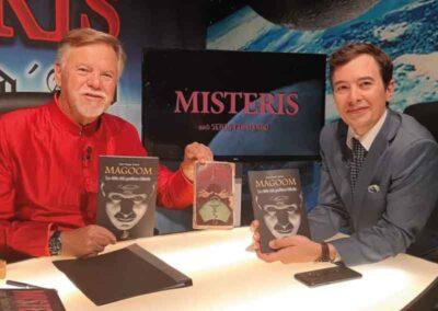 En el programa de 8TV para hablar del libro Magoom