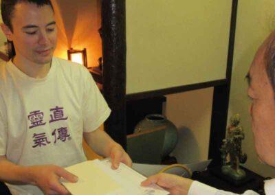 Recibiendo en Kyoto la certificacion como Shihan del sistema Jikiden.